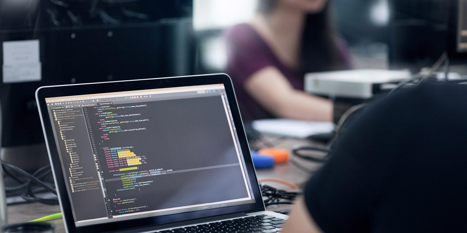 Auf dem IT-Markt werden Softwareentwickler häufig mit neuen Trends und Herausforderungen konfrontiert